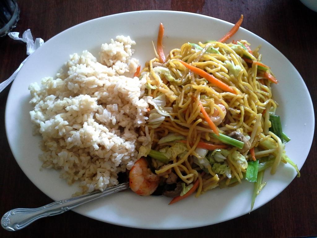 Chicken lo mein from La Que.